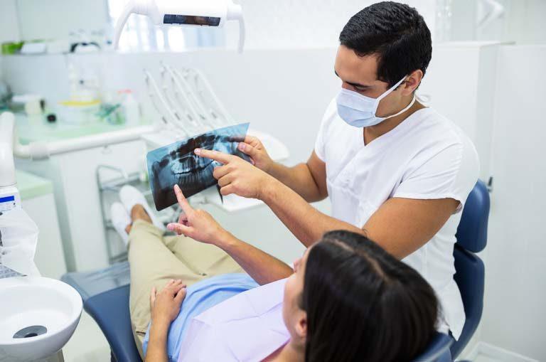 ¿salvar un diente o colocar un implante dental?