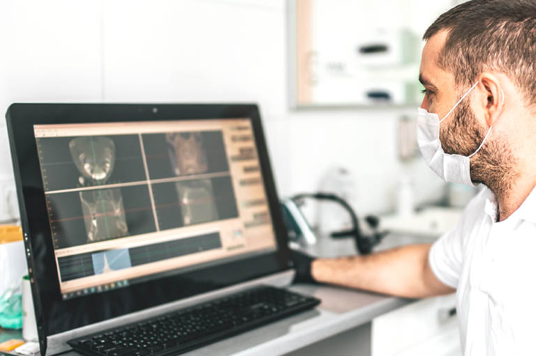 necesitan tus implantes dentales una restauración? Implantes dentales en Oviedo. Bousoño Vargas