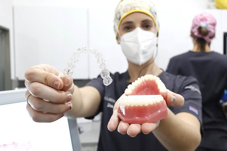 invisalign, alternativa a los brackets. Ortodoncia en Gijón Bousoño Vargas