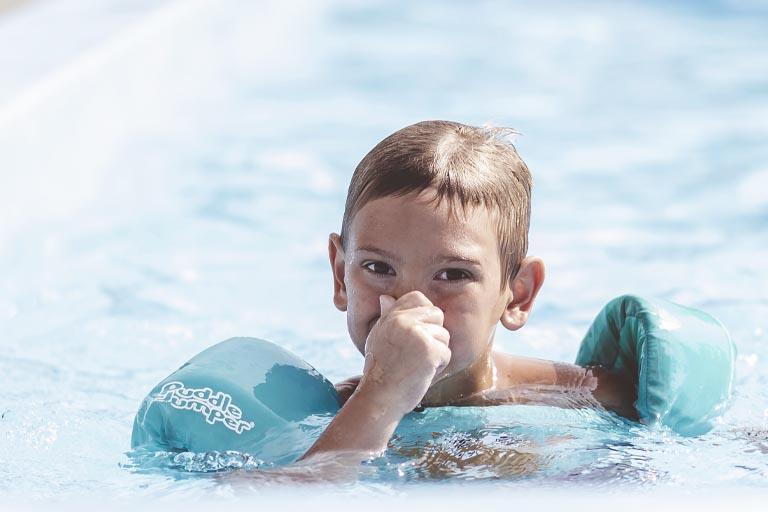 dientes de piscina o dientes amarillos por cloro. Dentista para niños en Oviedo, Bousoño Vargas